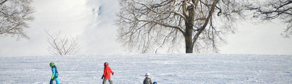 children-skiing